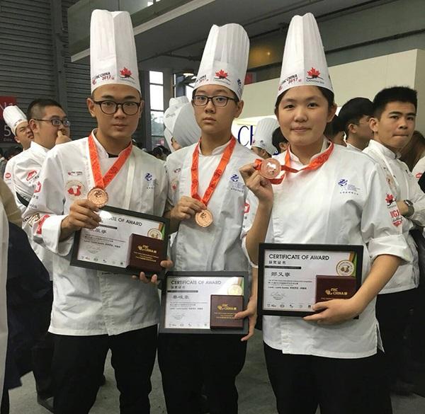賀!! 餐飲管理科同學參加2017 FHC上海廚藝競賽- 羊肉組、義大利餃組、雞胸組 榮獲6面銅牌!!!